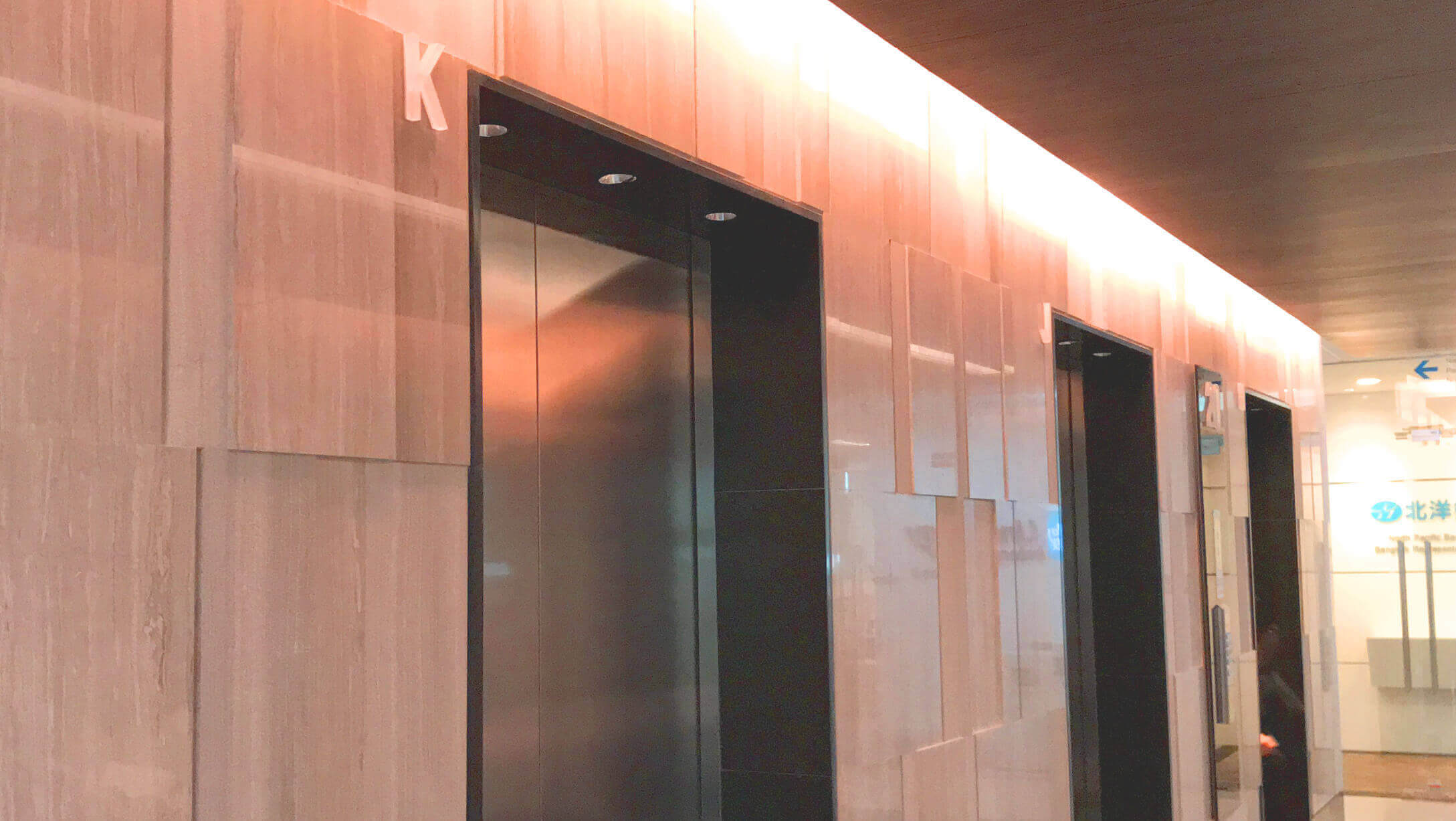 オフィス サトーンスクエア オフィススペースへのエレベーター
