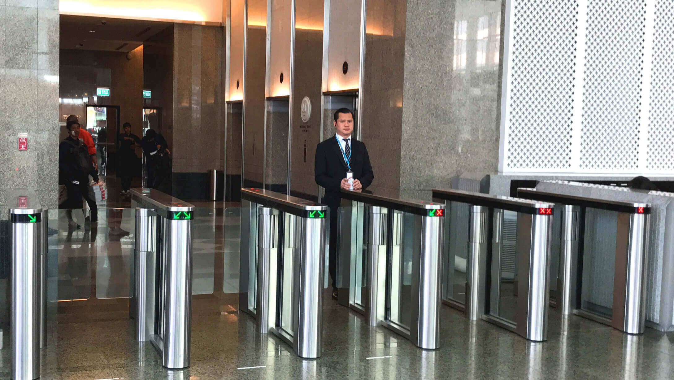 オフィス物件 Empire Tower オフィススペース入口のセキュリティーゲート