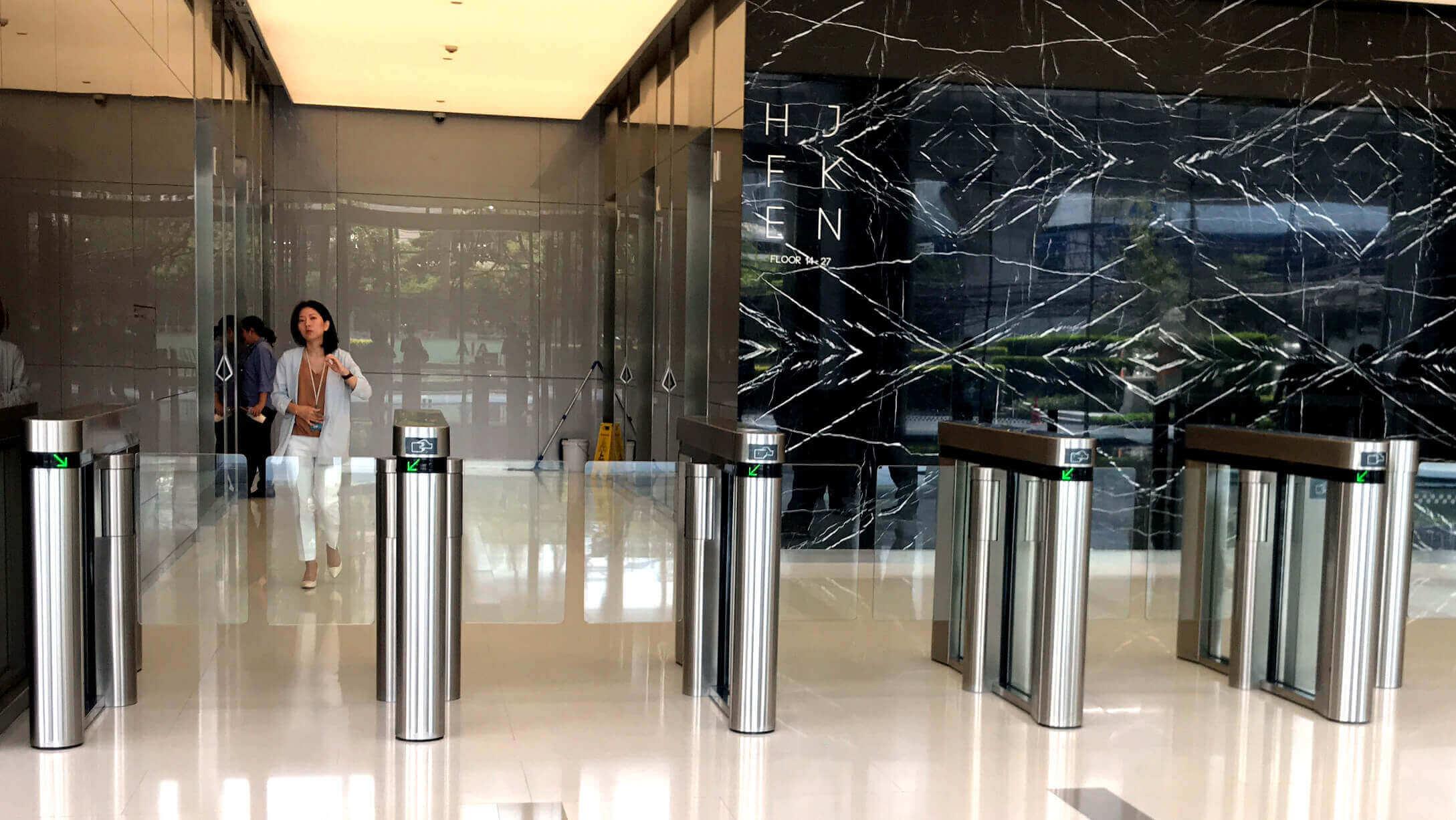 バンコク オフィス物件 AIA Sathorn Tower オフィススペース入口のセキュリティーゲート