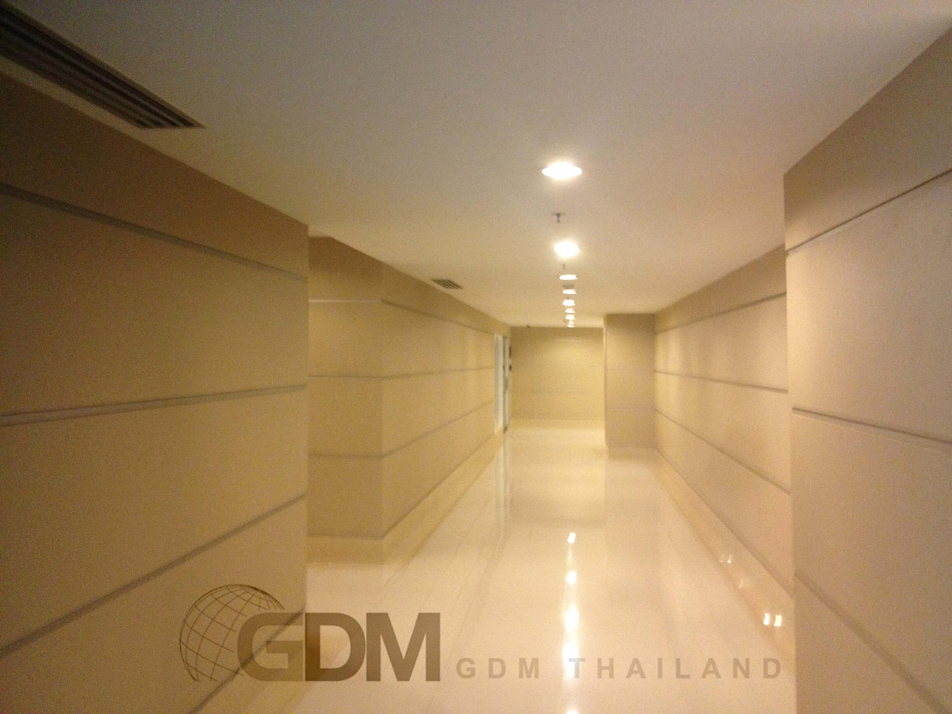 二人が並んであるける広さの廊下