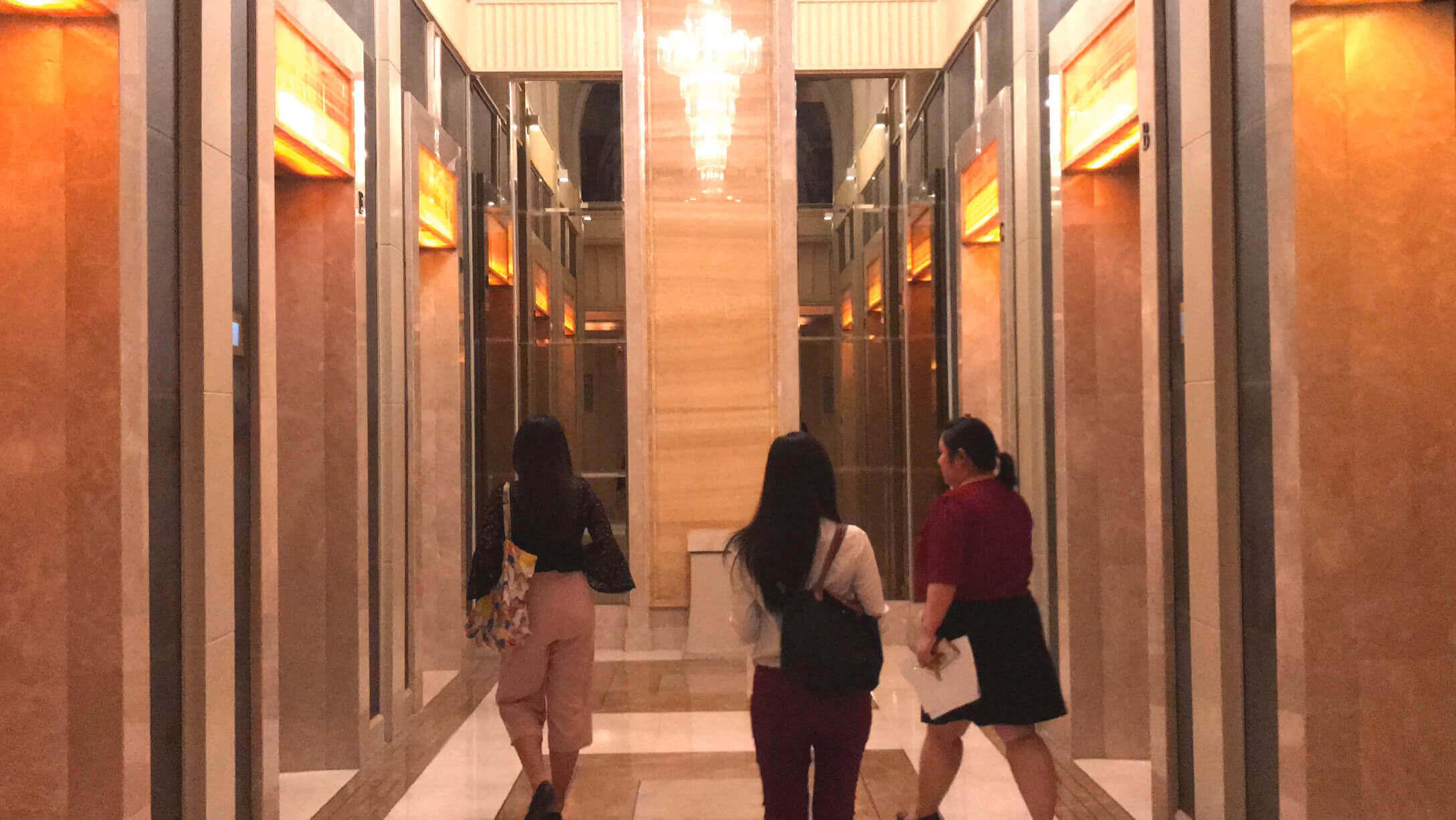 バンコク オフィス物件 アテネタワー オフィススペースへのエレベーター