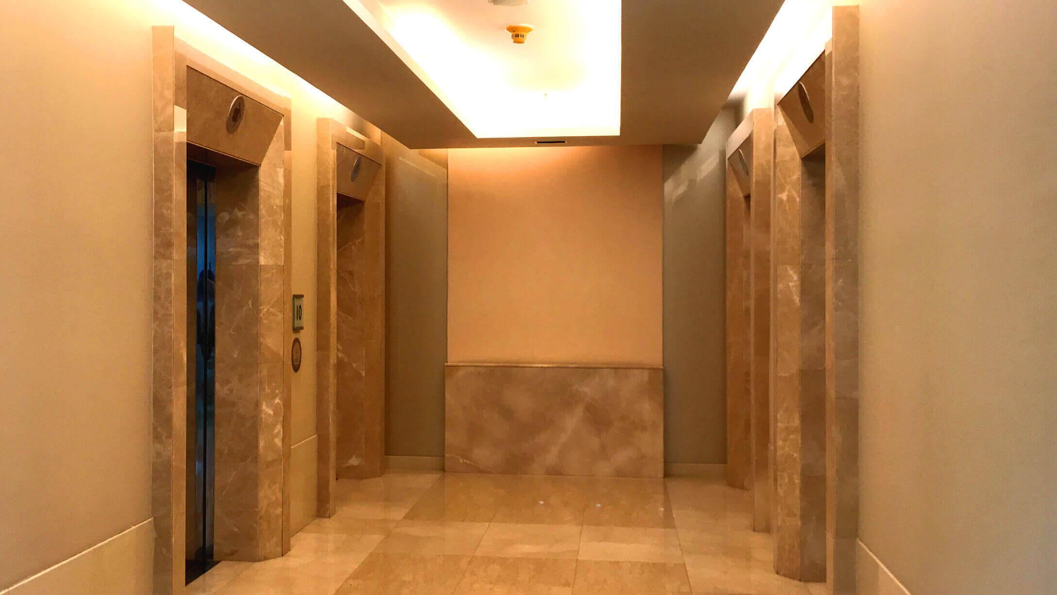 オフィス Mercury Tower オフィススペースへのエレベーター