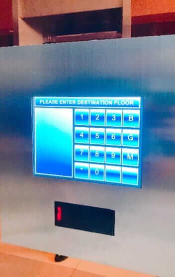 オフィス ピラートタワー エムクォーティエ セキュリティーカードによって、行ける階数が指定される