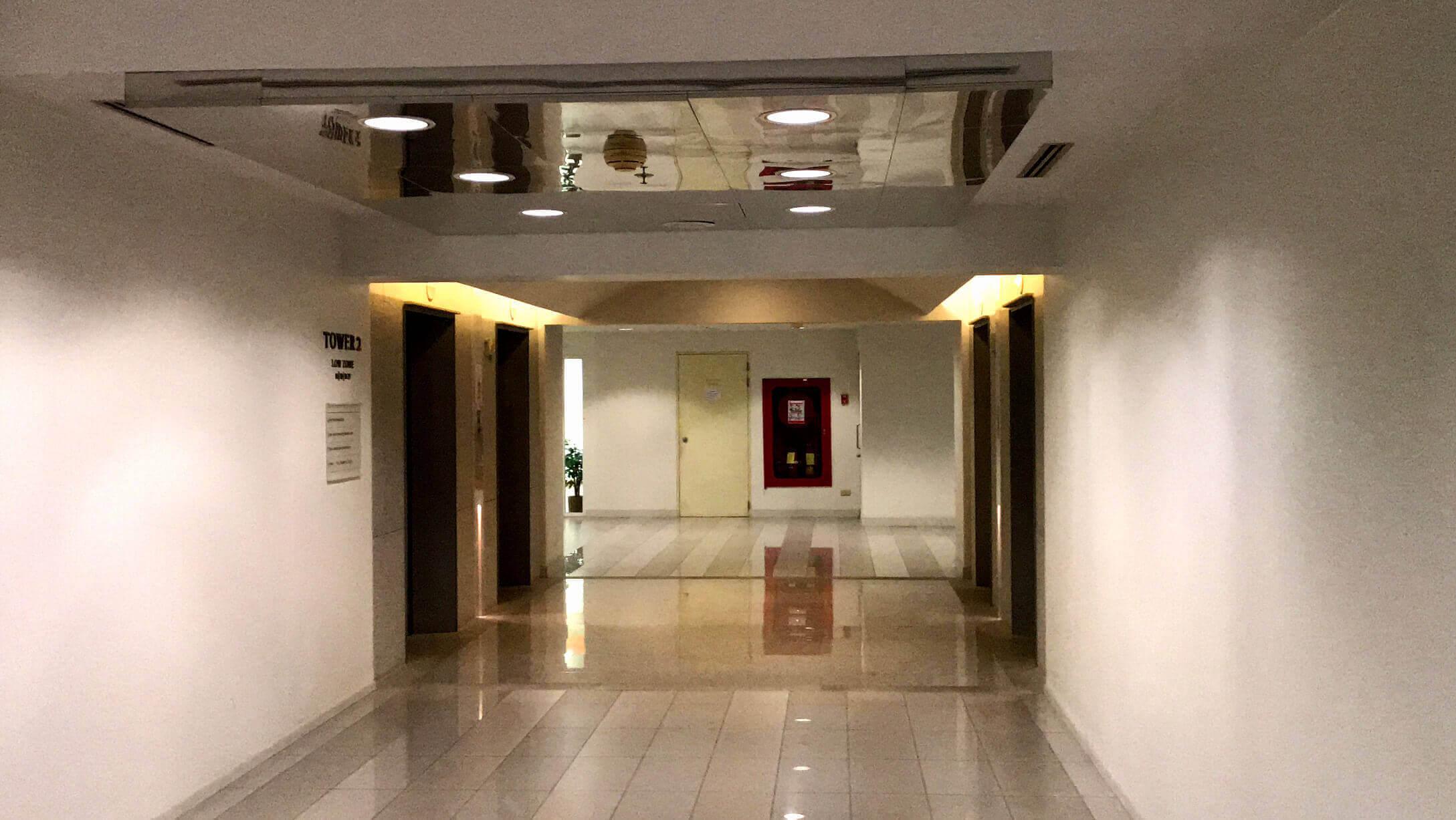 オフィス物件 Empire Tower オフィススペースへのエレベーター