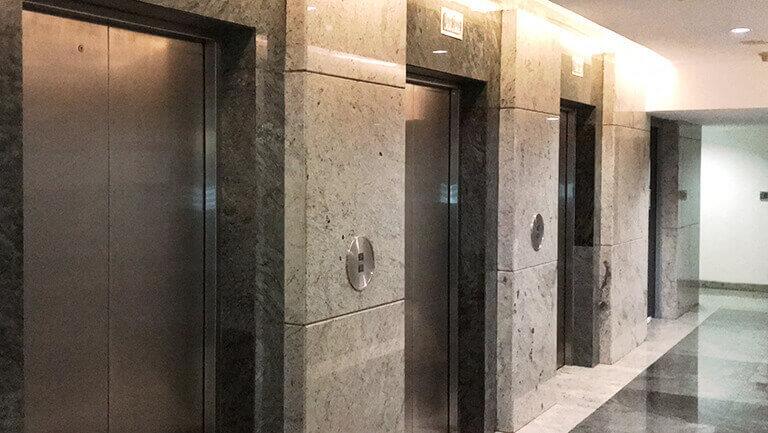 アソーク オフィス エクスチェンジタワー オフィススペースへのエレベーター