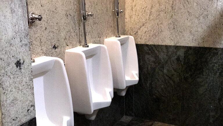 アソーク オフィス エクスチェンジタワー 男性トイレの様子