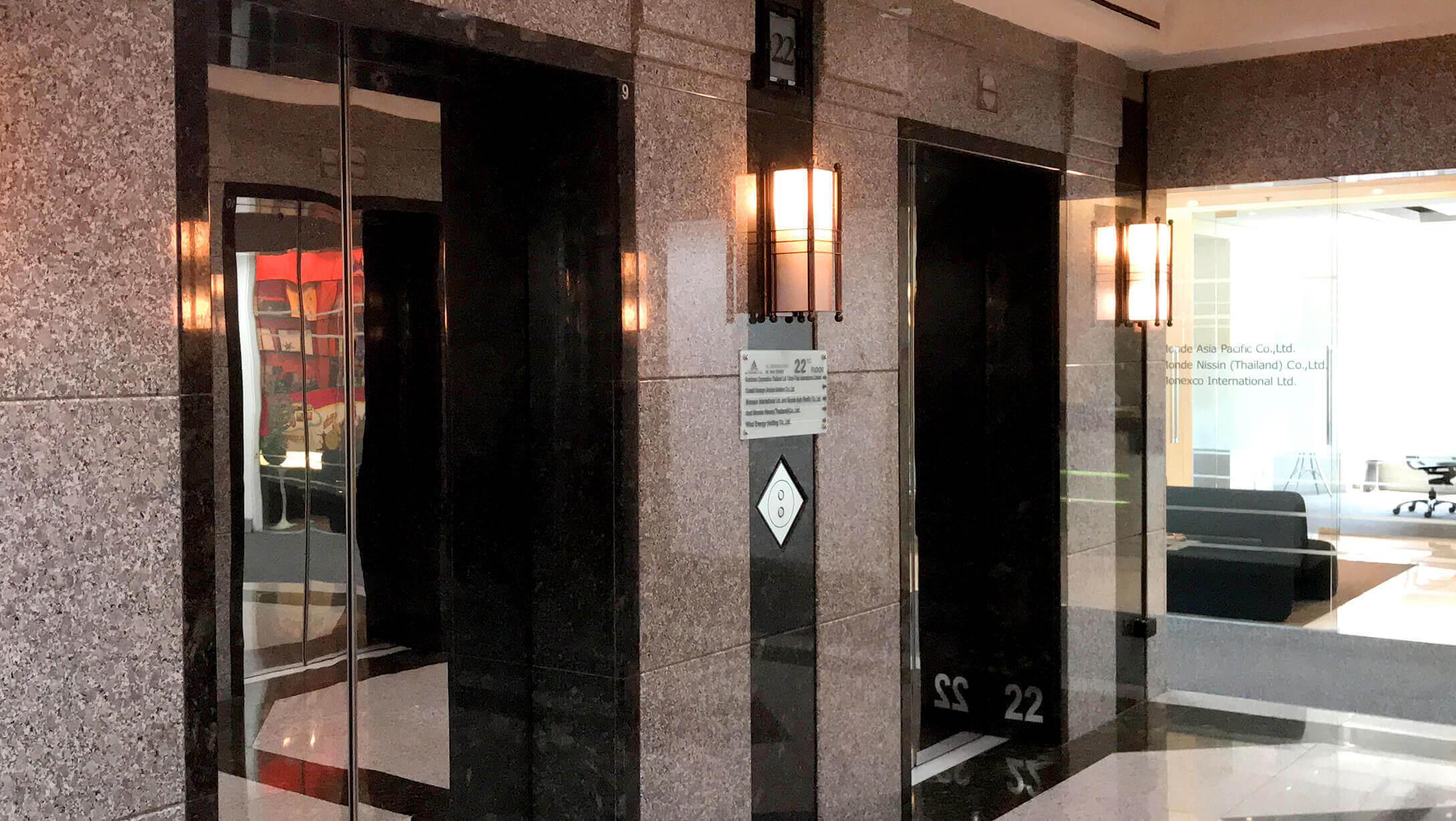 プルンチットオフィス物件M Thai Tower エレベーターの様子