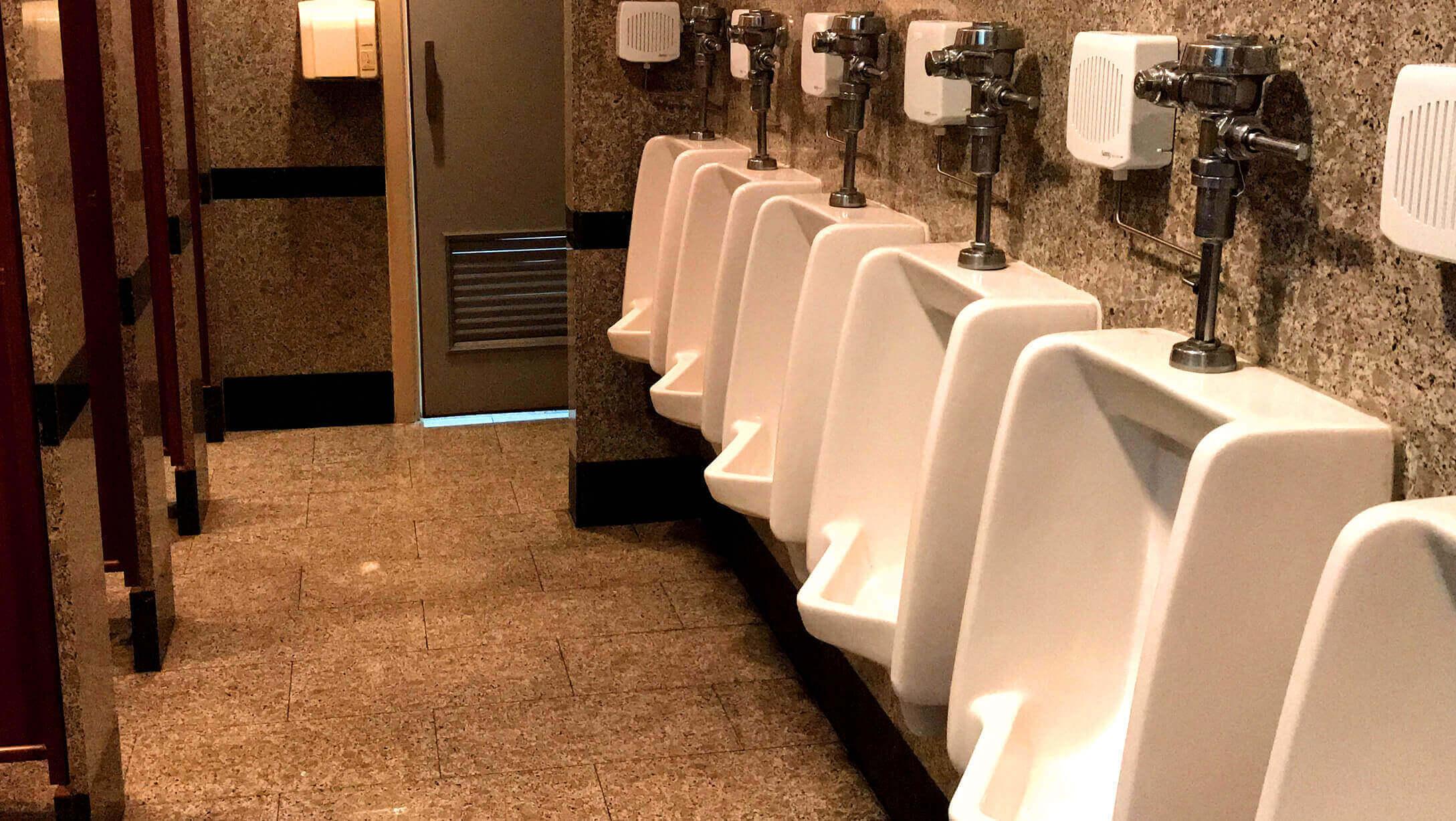 プルンチットオフィス物件M Thai Tower 男性トイレの様子