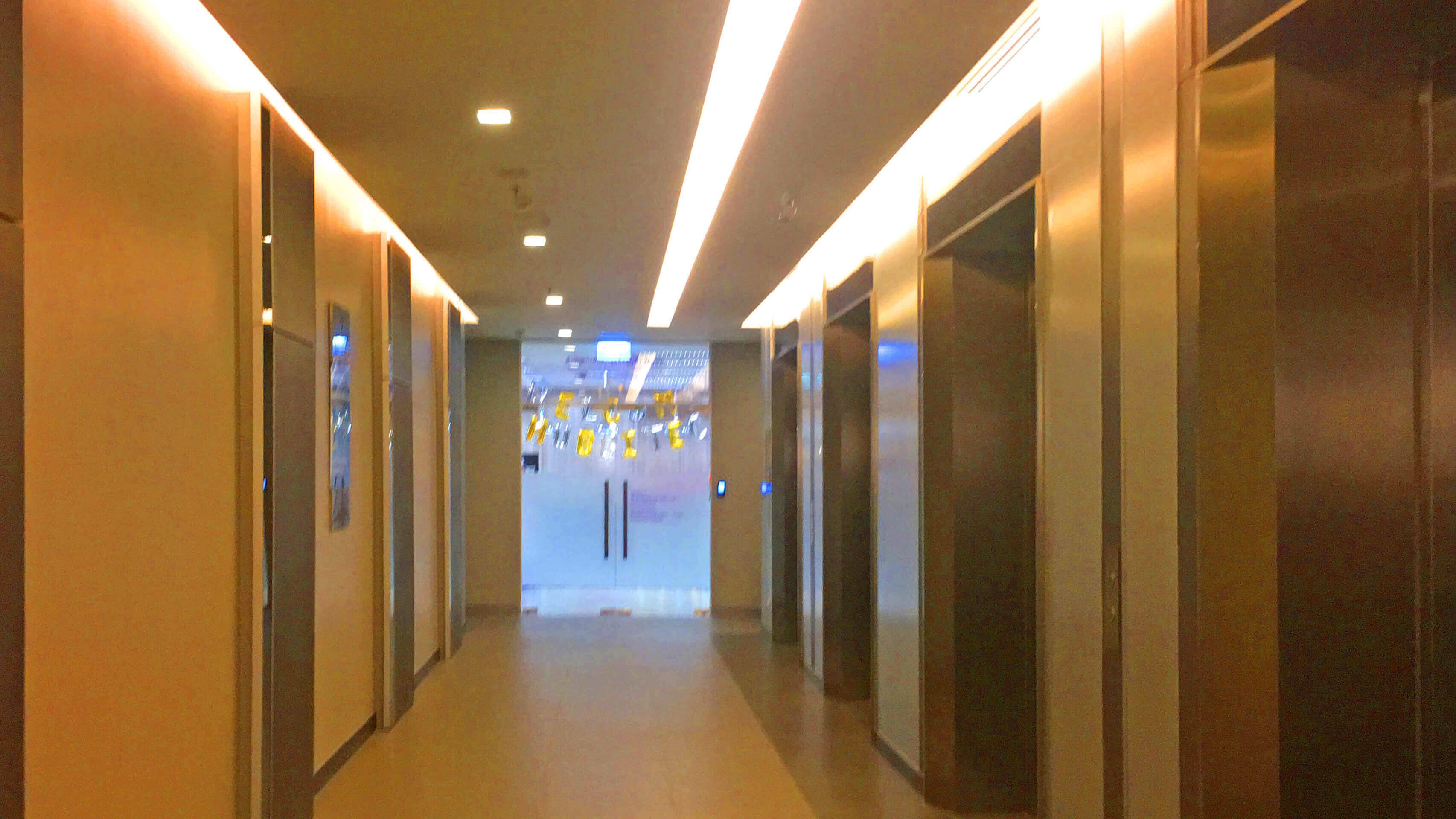バンナー BHIRAJ Tower at BITEC オフィス物件 オフィススペースへのエレベーター