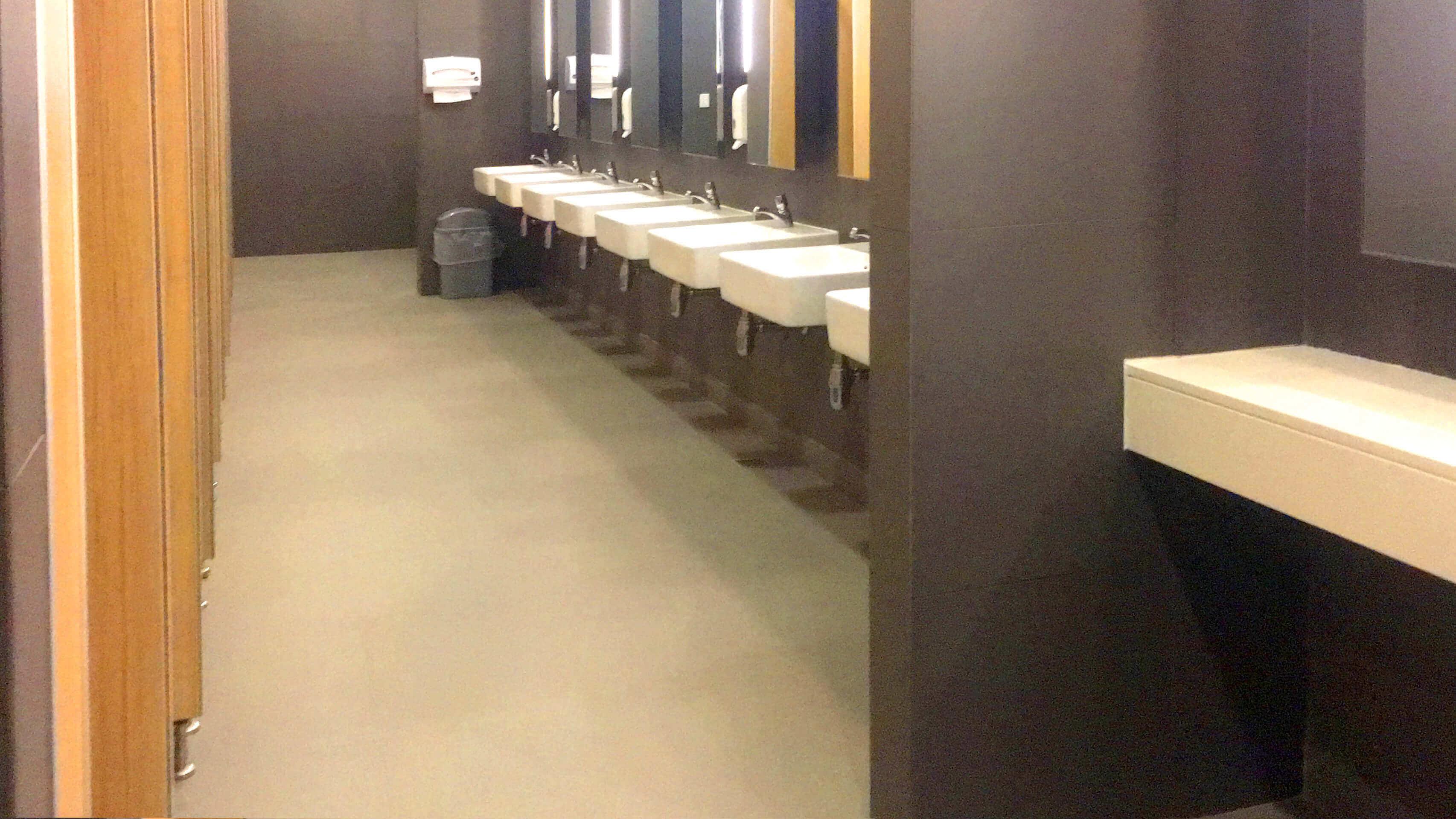 バンナー BHIRAJ Tower at BITEC オフィス物件 女性トイレの様子