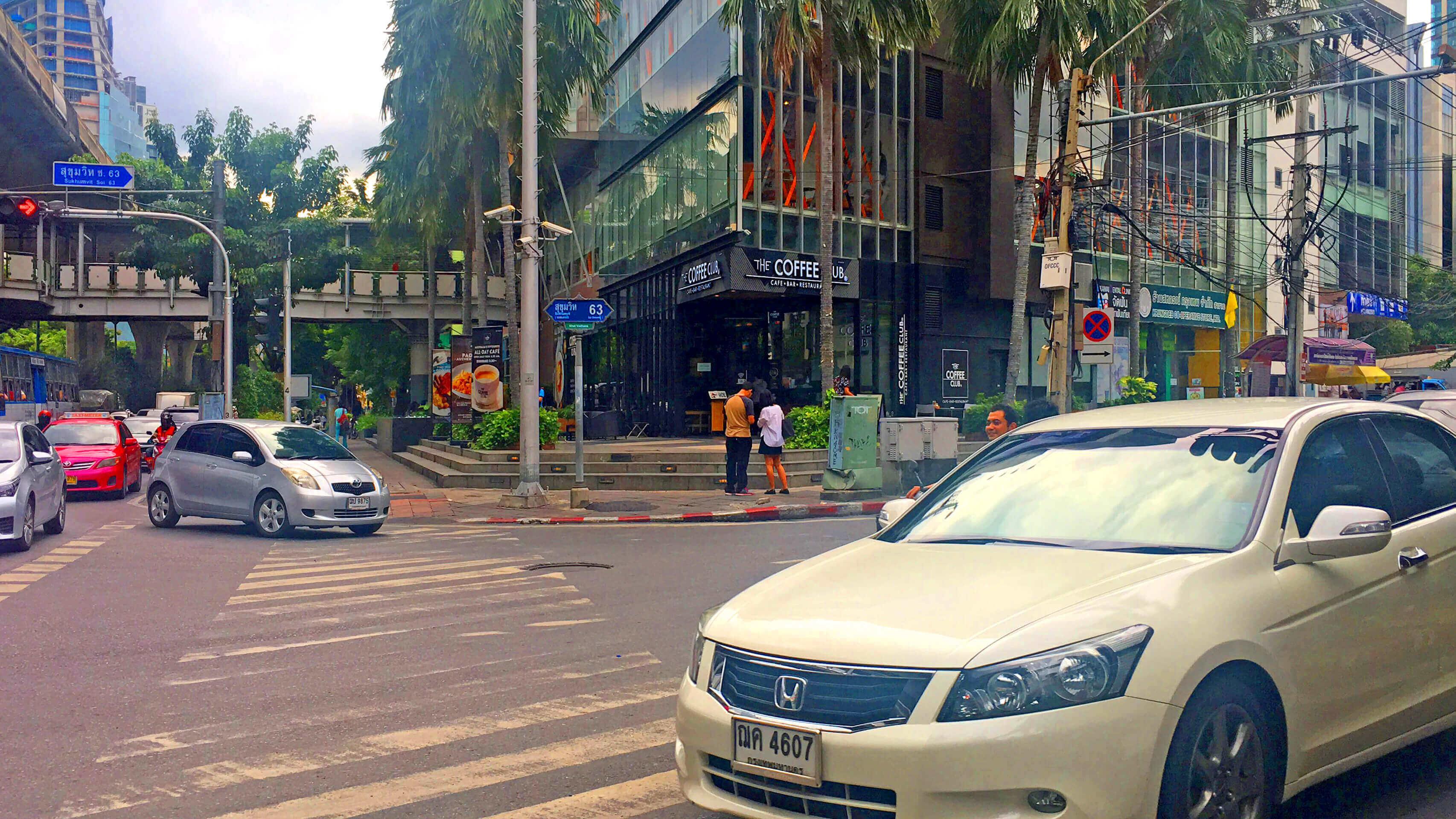 エカマイ バンコクビジネスセンター オフィス物件  エカマイ駅からの道のり2