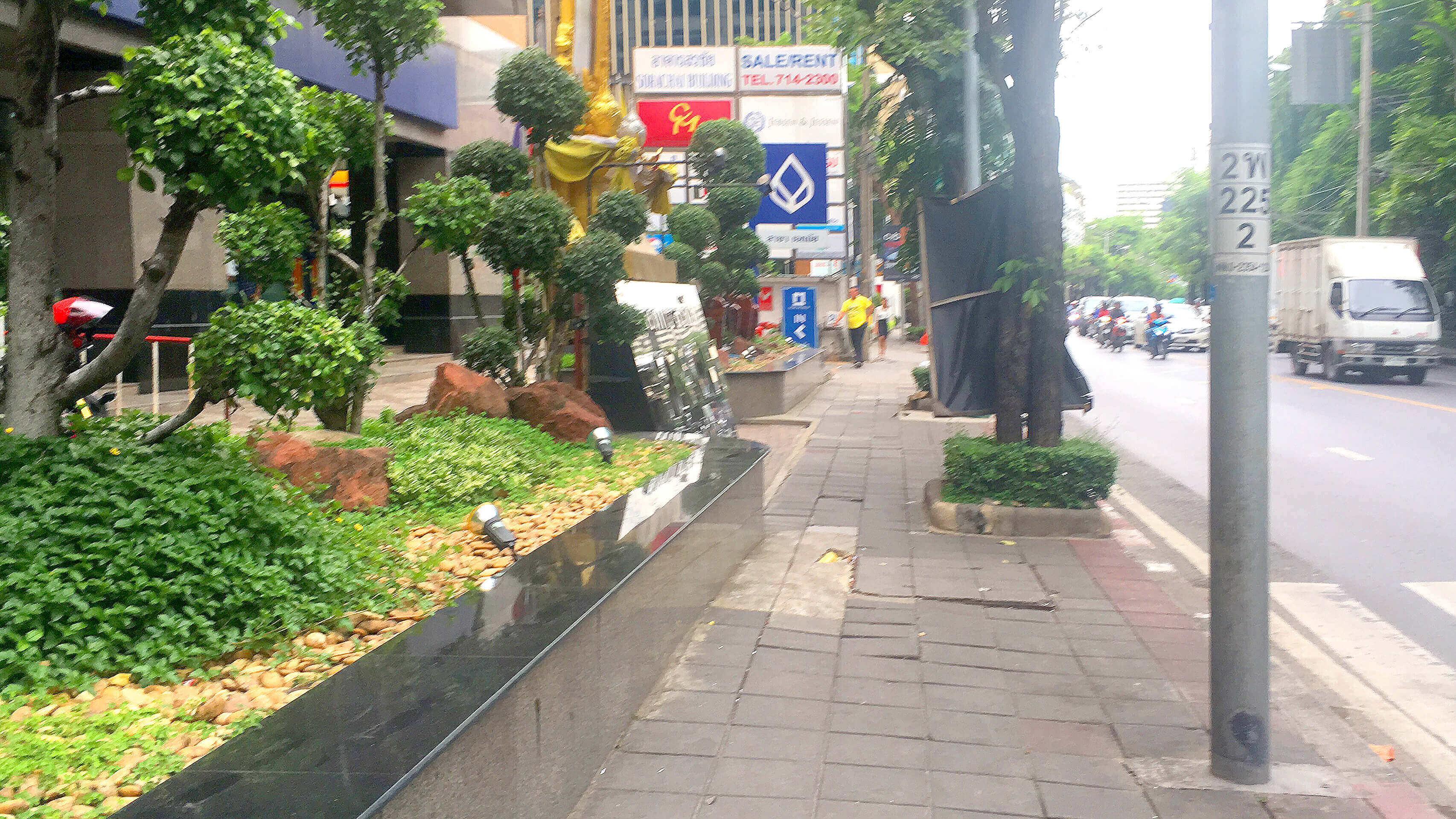 エカマイ バンコクビジネスセンター オフィス物件  エカマイ駅からの道のり3