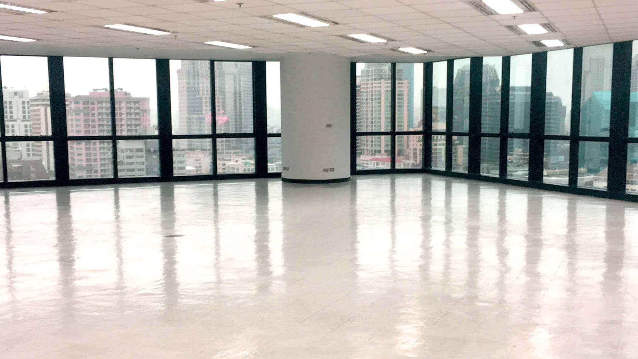サラデーン オフィスビル United Center エレベーターの様子