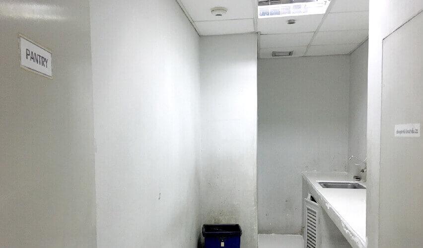 バンコク チットロム オフィス ミレニアタワー パントリーの様子
