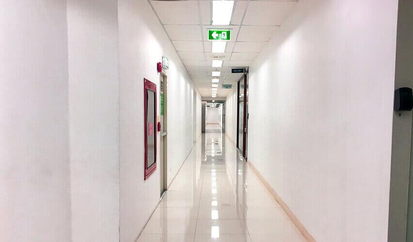 アソーク インターチェンジ バンコク 廊下の様子