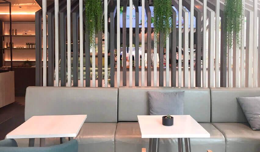 オフィススペース付近のカフェ